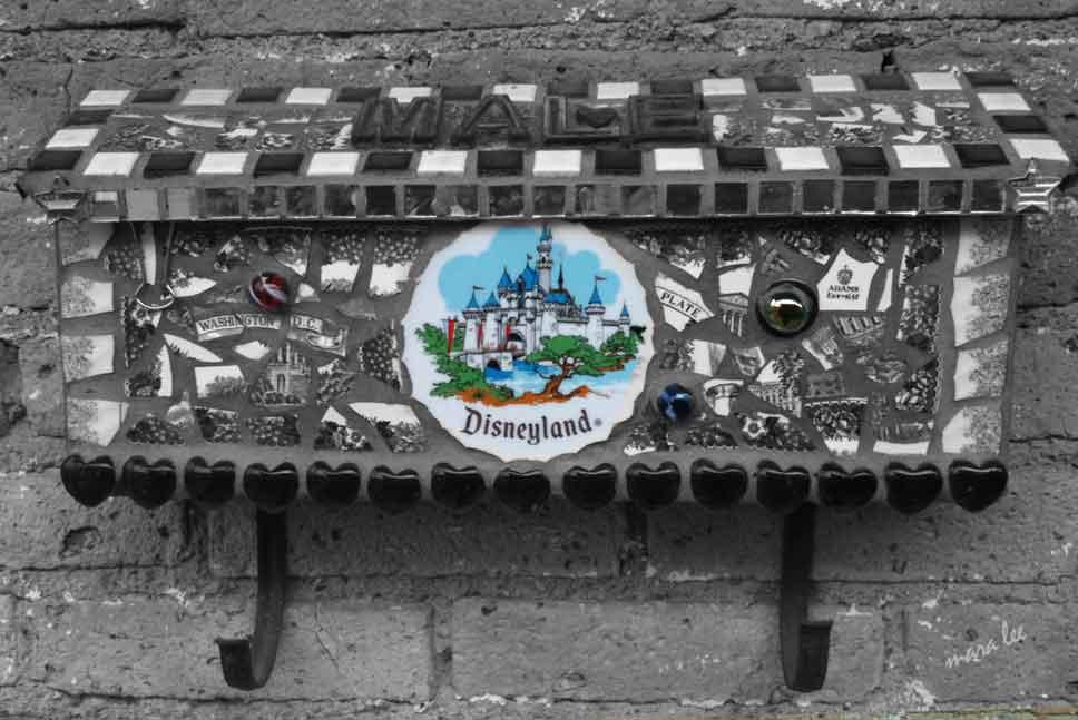 mosaic-mailbox-b&w